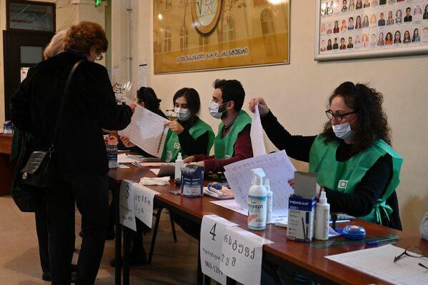 Процедура регистрации и проверки избирателей в целом проходила как обычно - Sputnik Грузия