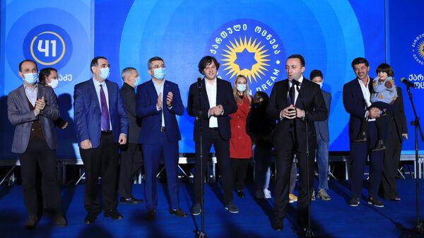 Ираклий Гарибашвили выступает перед сторонниками у офиса Грузинской мечты после местных выборов - Sputnik Грузия