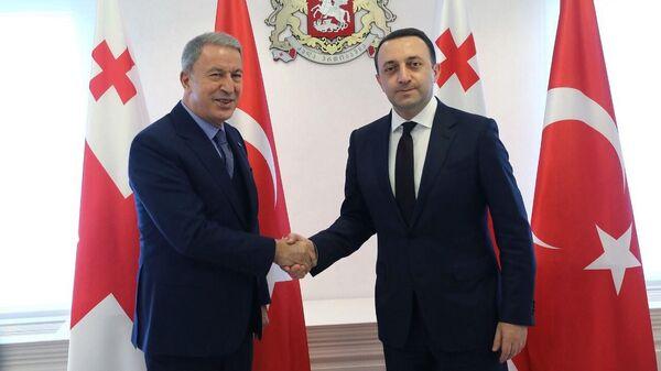 თურქეთის თავდაცვის მინისტრი ჰულუსი აკარი და საქართველოს პრემიერ-მინისტრი ირაკლი ღარიბაშვილი - Sputnik საქართველო