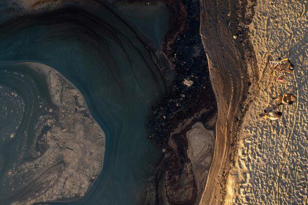 Крупный разлив нефти у побережья Южной Калифорнии загрязнил популярные пляжи - Sputnik Грузия