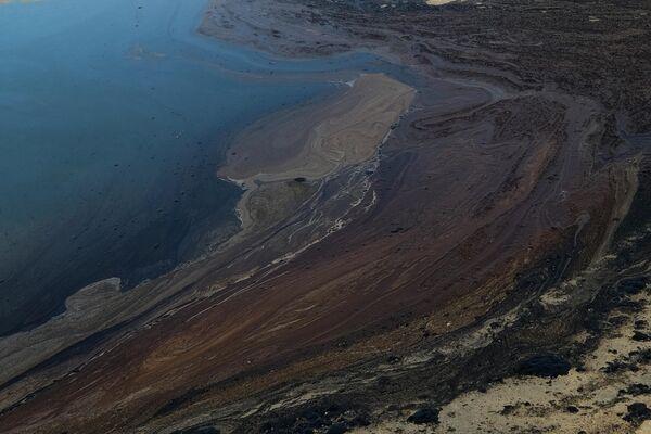 Более 477 тыс. литров нефти утекло в океан у тихоокеанского побережья США - Sputnik Грузия