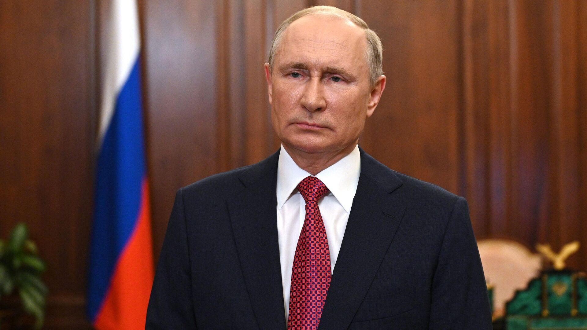 Президент РФ Владимир Путин во время видеообращения - Sputnik Грузия, 1920, 07.10.2021
