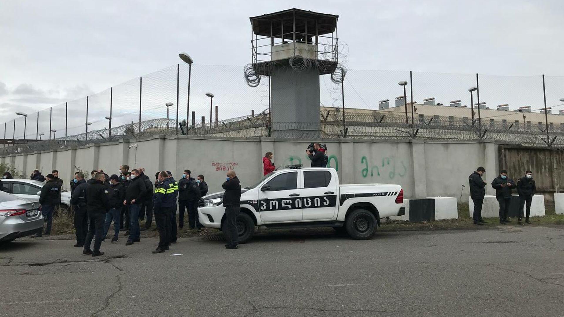 Акция в поддержку Михаила Саакашвили у здания руставской тюрьмы. 8 октября 2021 года - Sputnik Грузия, 1920, 09.10.2021