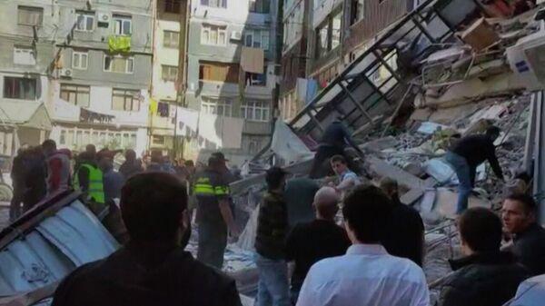 Катастрофа в Батуми: все силы брошены на спасение людей - видео - Sputnik Грузия