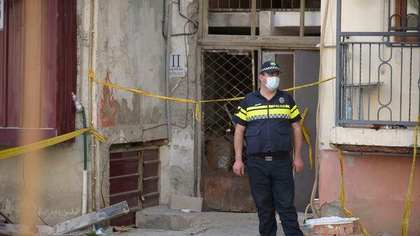 პოლიცია ბათუმში ჩამონგრეული სახლის მიმდებარე ტერიტორიაზე - Sputnik საქართველო