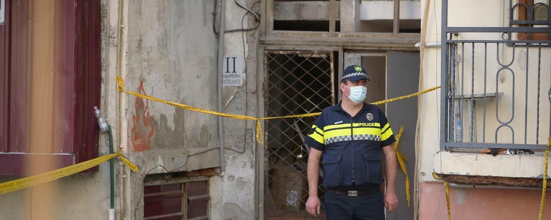 Фото с места обрушения подъезда жилого дома в Батуми. Полиция на месте ЧП - Sputnik Грузия, 1920, 10.10.2021