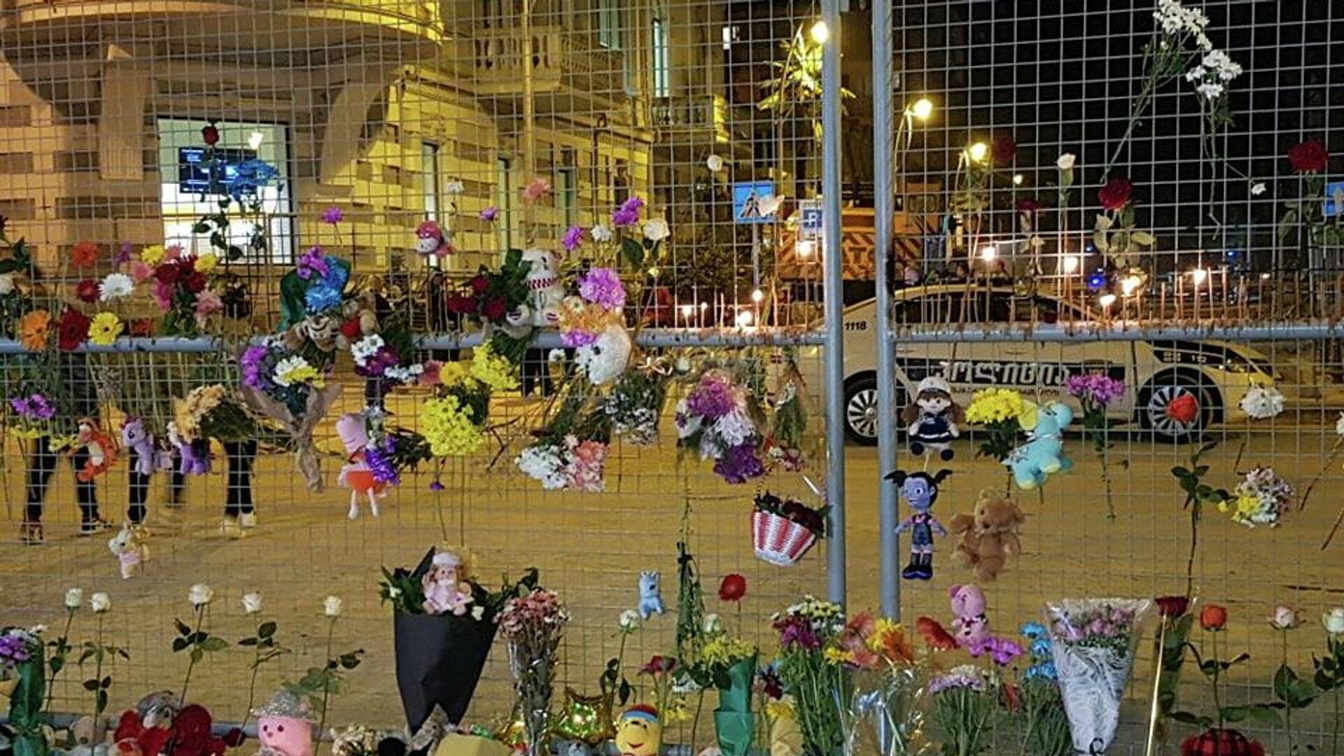 Траурная акция в память о погибших в результате обрушения жилого дома 9 октября 2021 года - Sputnik Грузия, 1920, 11.10.2021