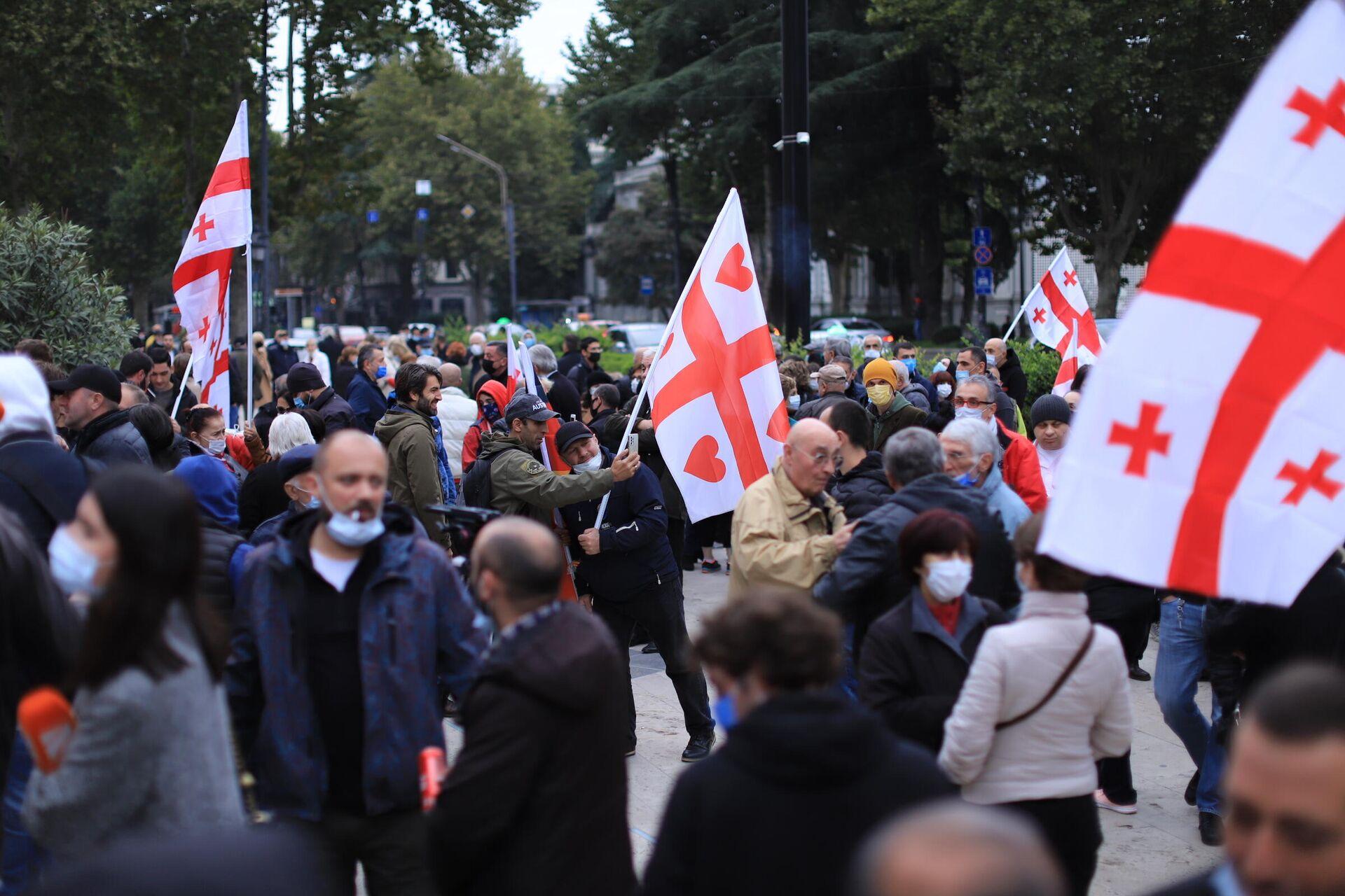 Акция протеста сторонников ЕНД на проспекте Руставели у здания парламента - Sputnik საქართველო, 1920, 10.10.2021