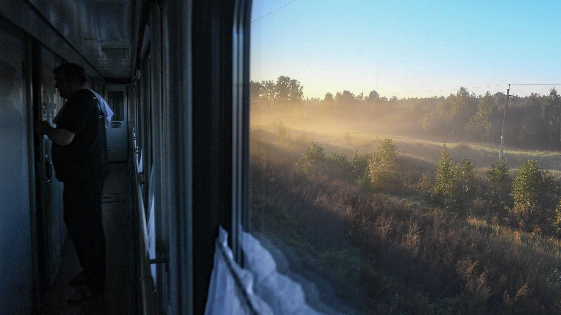 Вид из окна пассажирского поезда  - Sputnik Грузия, 1920, 12.10.2021