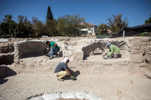 Раскопки в Явне начались два года назад, в работе были задействованы сотни рабочих и десятки постоянных сотрудников и экспертов - Sputnik Грузия