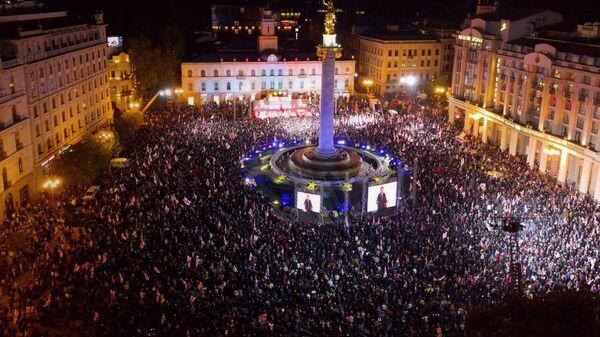 Тысячи людей на акции Свободу Мише! - видео с дрона - Sputnik Грузия