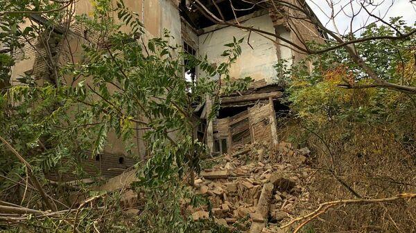 В столице Грузии обрушилась часть жилого дома, который имеет статус памятника культурного наследия  - Sputnik Грузия