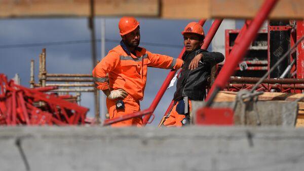 Рабочие на строительной площадке - Sputnik Грузия