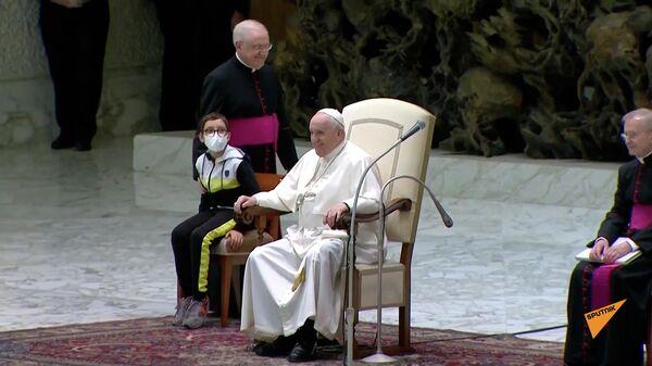 Мальчик захотел шапочку, как у Папы Римского - Sputnik Грузия