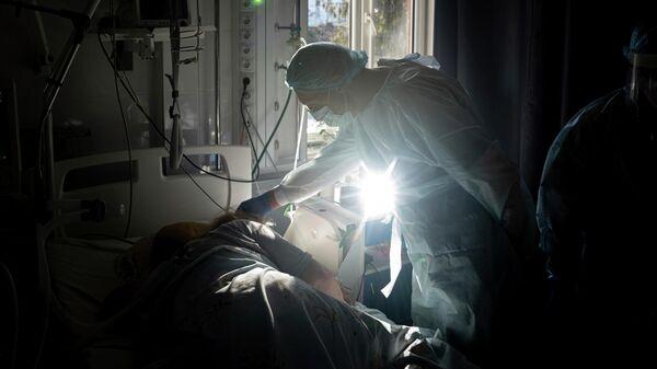 Пандемия коронавируса - отделение реанимации в больнице - Sputnik Грузия