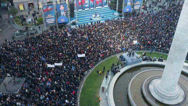 Грузинская мечта вывела на улицы тысячи сторонников - видео  - Sputnik Грузия
