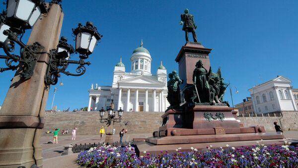 Финляндия. Хельсинки. Памятник императору Александру II и Кафедральный собор - Sputnik Грузия
