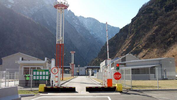 Автомобильный пункт пропуска Верхний Ларс открылся на грузино-российской границе - Sputnik Грузия