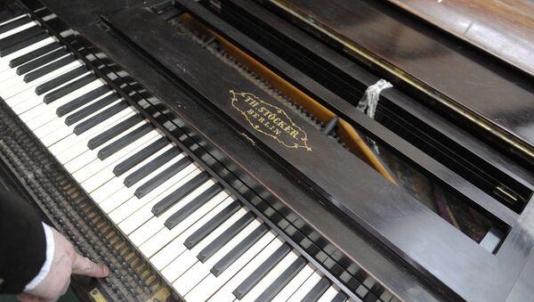Старинный рояль - Sputnik Грузия