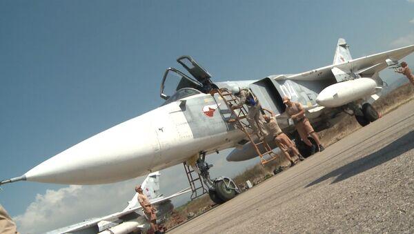 Авиатехники на аэродроме в Сирии проверили Су-34 и Су-24M перед вылетом - Sputnik Грузия