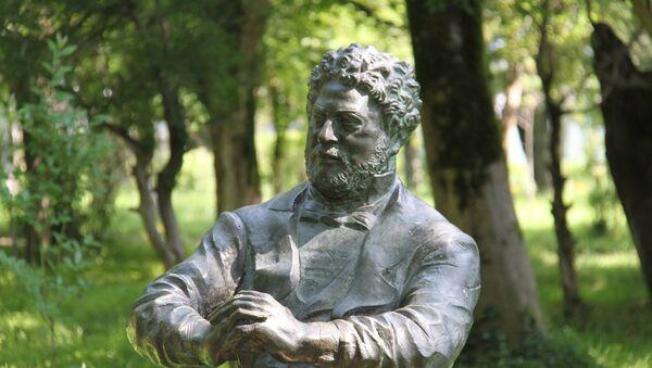 Памятник Александру Дюма в Поти - Sputnik Грузия