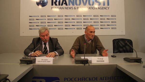 Темур Пипия и Валерий Кварацхелия на пресс-конференции - Sputnik Грузия
