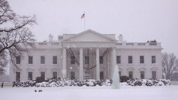 Здание Белого дома в Вашингтоне в снегу - Sputnik Грузия