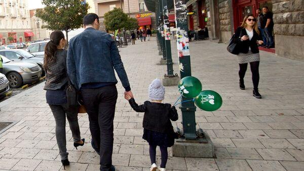 მშობლები ბავშვებთან ერთად - Sputnik საქართველო