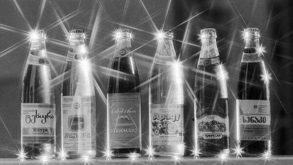 Знаменитые лагидзевские фруктовые воды - продукция Тбилисского завода безалкогольных напитков. - Sputnik Грузия