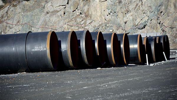 Трубы для строительных работ в Дарьяльском ущелье. - Sputnik Грузия