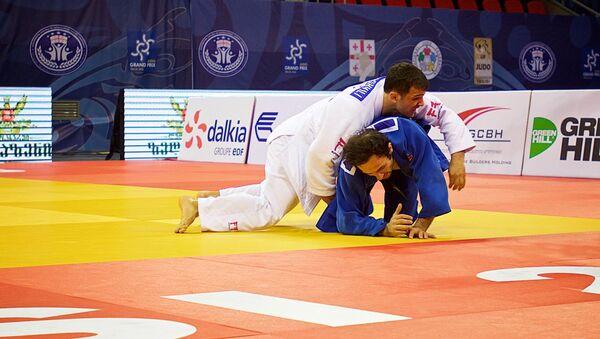 Амиран Папинашвили (в белом кимоно) - Sputnik Грузия