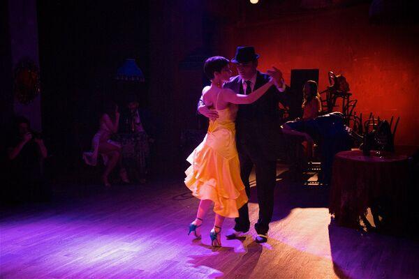 То, что было на сцене – называется Tango De Rosa, что в переводе с испанского значит Танго роз, — рассказала Sputnik Шарикадзе. - Sputnik Грузия