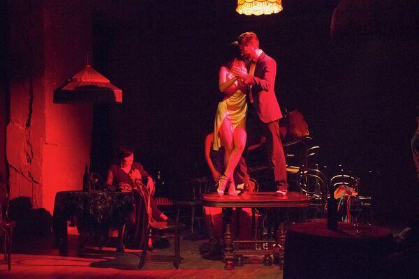 Танцевальное представление Ирмы Шарикадзе в театре Марджанишвили. - Sputnik Грузия