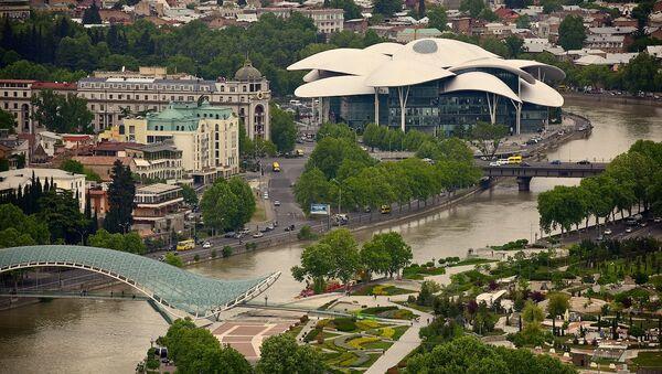 Тбилиси - вид на мост Бараташвили и Дом Юстиции - Sputnik Грузия