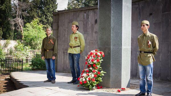 Мемориал павшим в боях воинам на тбилисском Петропавловском кладбище. - Sputnik Грузия