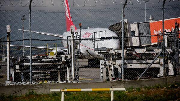 Пассажирский самолет в тбилисском аэропорту - Sputnik Грузия