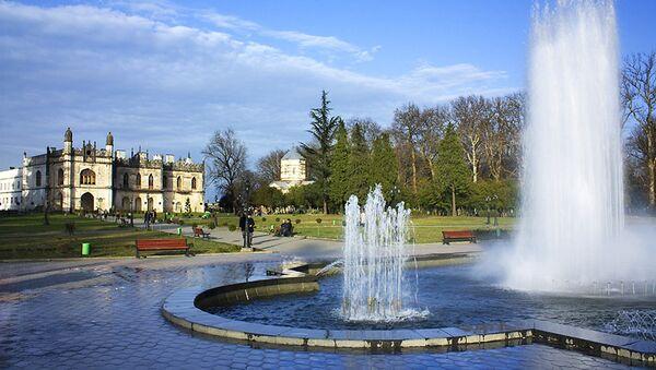 Фонтан на территории дворца князей Дадиани, Зугдиди - Sputnik Грузия