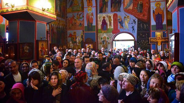 Верующие в церкви - Sputnik Грузия