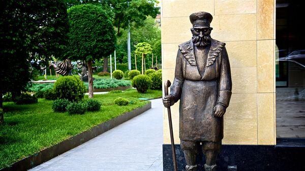 Памятник тбилисскому дворнику - достопримечательности Тбилиси - Sputnik Грузия