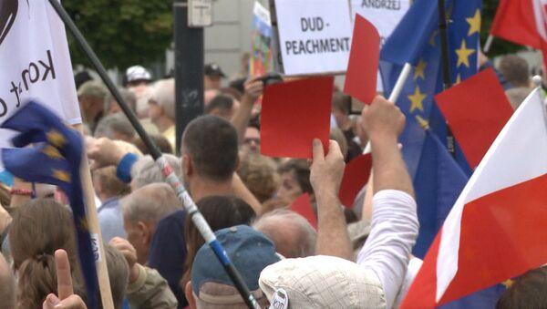 Сотни жителей Варшавы вышли на митинг против президента Польши Анджея Дуды - Sputnik Грузия