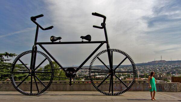 Велосипед в Тбилиси - Тянитолкай. - Sputnik Грузия