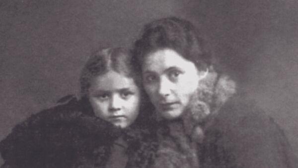 Саломе Андроникашвили с дочерью - Sputnik Грузия