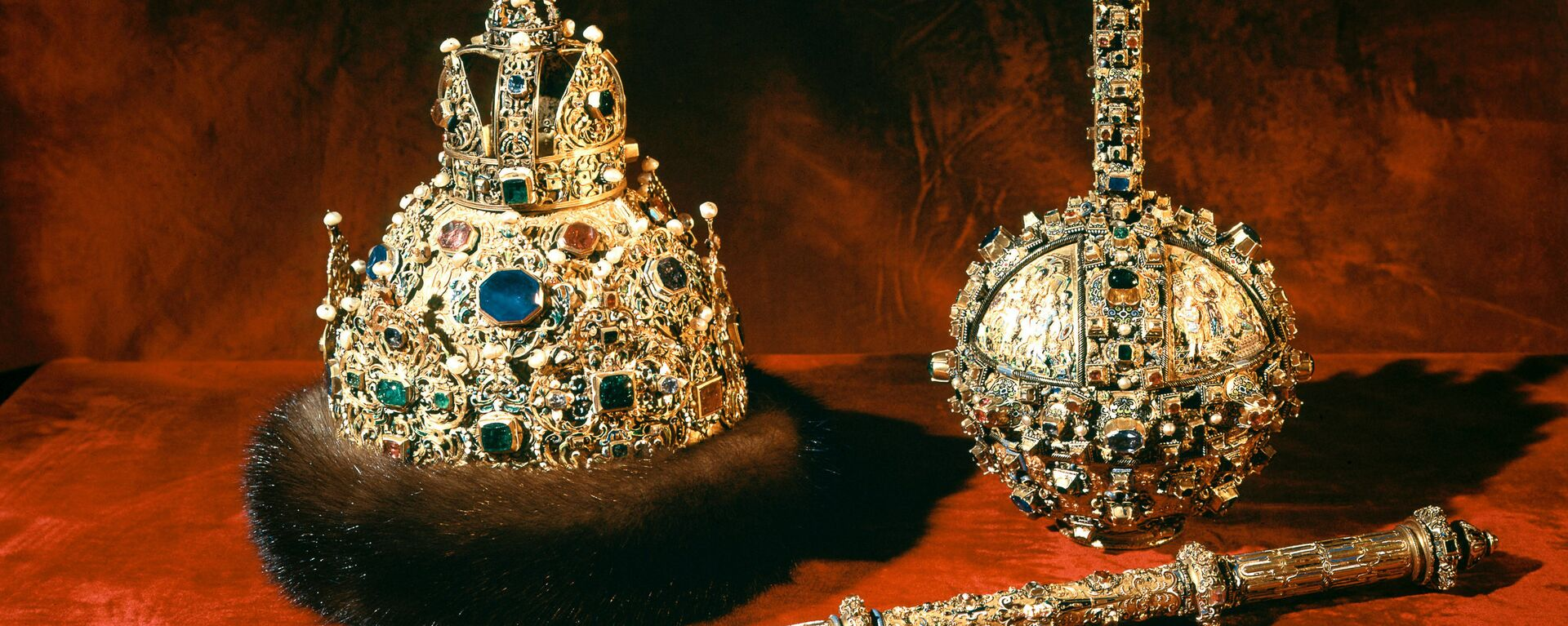 """რუსეთის მეფის გვირგვინი, სკიპტრა და """"დერჟავა"""" (დამზადებულია 1627-1628 წლებში). - Sputnik საქართველო, 1920, 04.06.2019"""