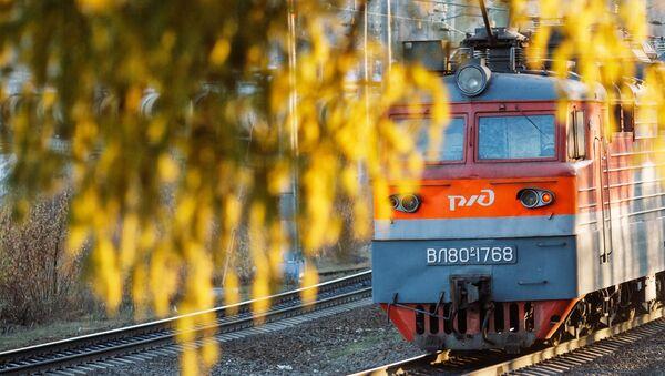 Локомотив РЖД едет по Восточно-Сибирской железной дороге - Sputnik Грузия