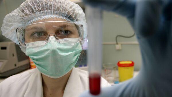 Сотрудница вирусологической лаборатории Центра по профилактике и борьбе со СПИДом и инфекционными заболеваниями - Sputnik Грузия