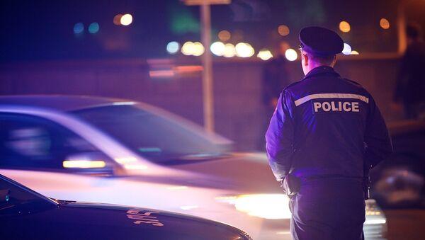 Сотрудник патрульной полиции на одной из улиц столицы Грузии - Sputnik Грузия