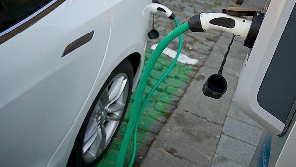 Первая станция по зарядке электромобилей в центре столицы Грузии - Sputnik Грузия