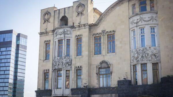 Дом Александра Мелик-Азарянца, вид со стороны проспекта Руставели - Sputnik Грузия