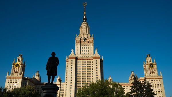 Главное здание Московского государственного университета (МГУ) на Воробьевых горах в Москве - Sputnik Грузия