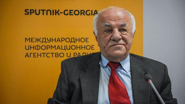 Драматург, главный редактор журнала Театр и жизнь Гурам Батиашвили - Sputnik Грузия